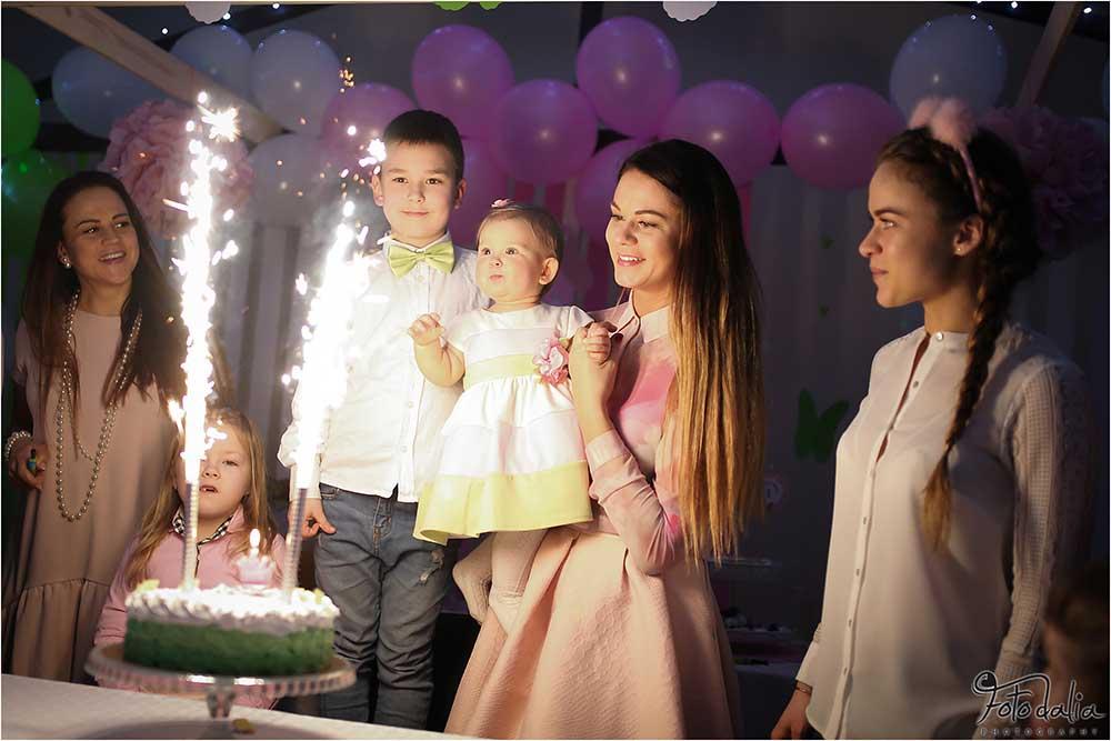 Džiaugiamės galėję surengti Amėjos pirmąją gimtadienio šventę. Aviuko namai
